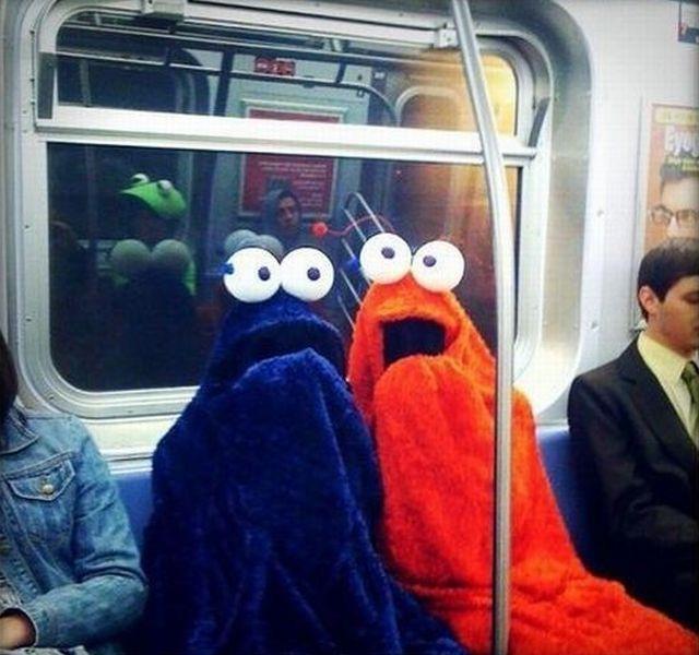 地下鉄に変な生き物が