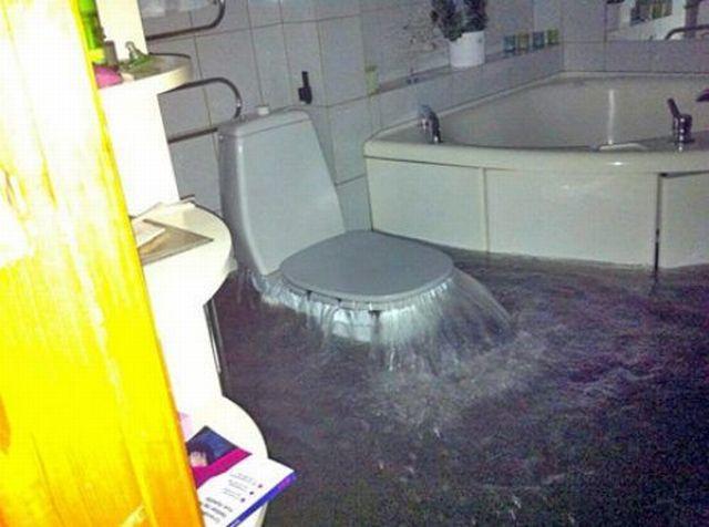 トイレの洪水