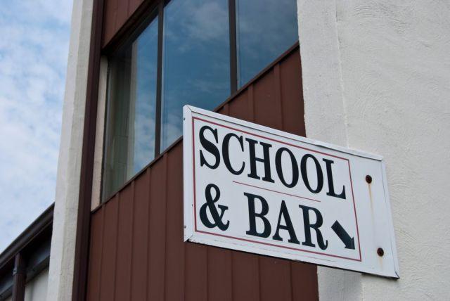 学校&バー