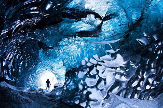 氷のトンネル