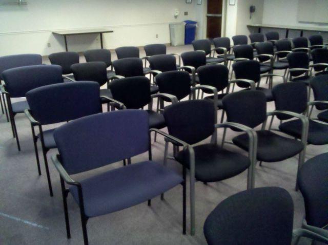 誰用の椅子?