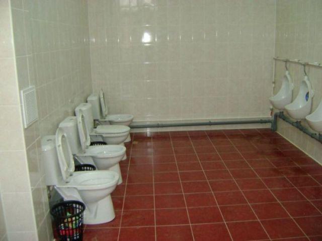 みんなで一緒にトイレ