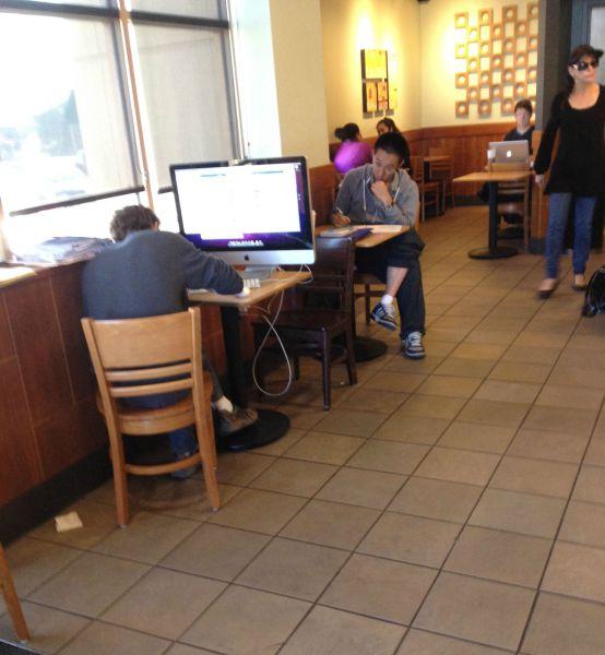 喫茶店でPCを使う