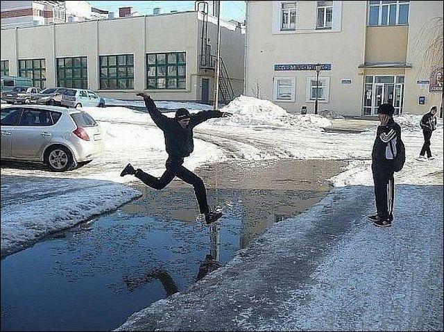 水たまりジャンプ!