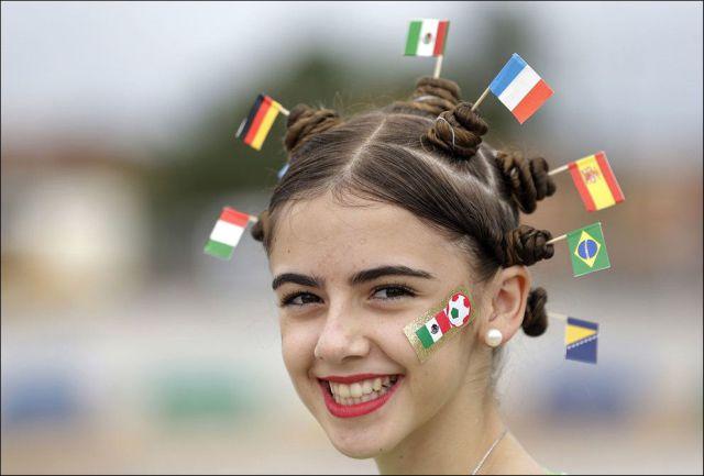 ワールドカップ応援する美少女