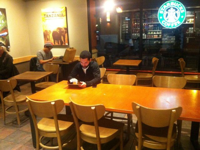 喫茶店で仕事1