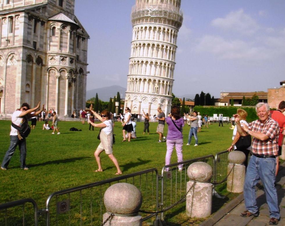 ピサの斜塔で記念写真を取る時は。。。