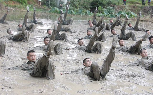これ何の軍事訓練?