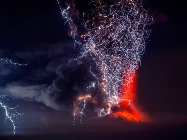 圧倒的な火山雷